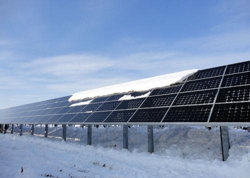 Снег на солнечных батареях