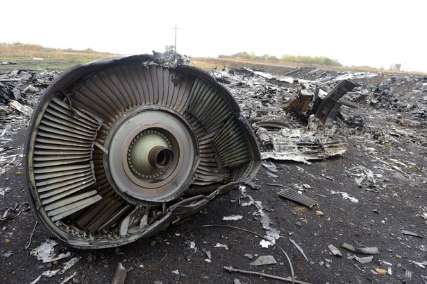 детали сбитого самолета