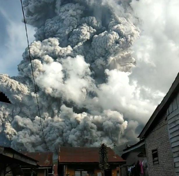 пепел в Индонезии