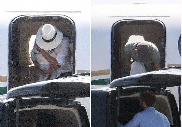 Гарри и Меган в самолете