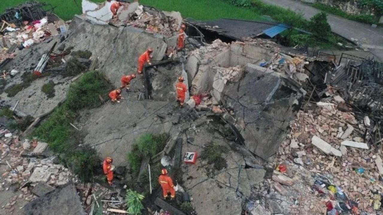 Падение скалы в Китае