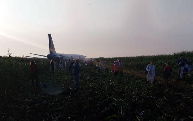 Самолет в кукурузном поле РФ