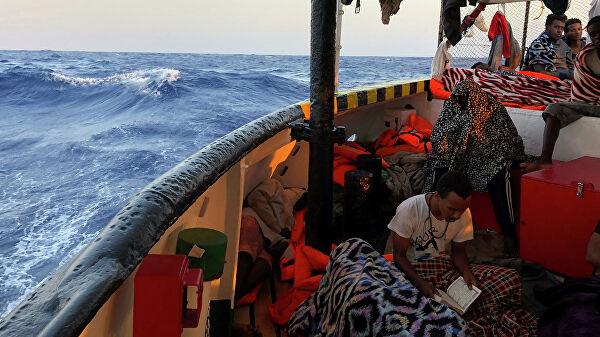 судно мигранты