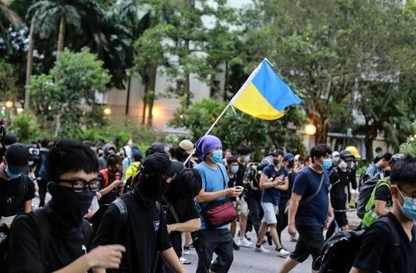 протесты Гонконг потерпевшие
