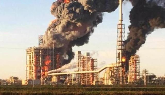 взрыв на заводе нефтяном