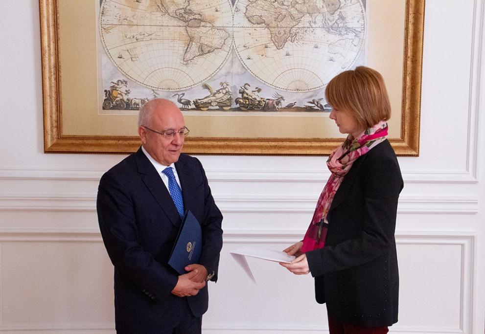 Зеркаль посол Греции