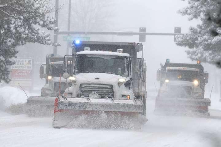 США засыпало снегом: перекрыты дороги и отменены авиарейсы