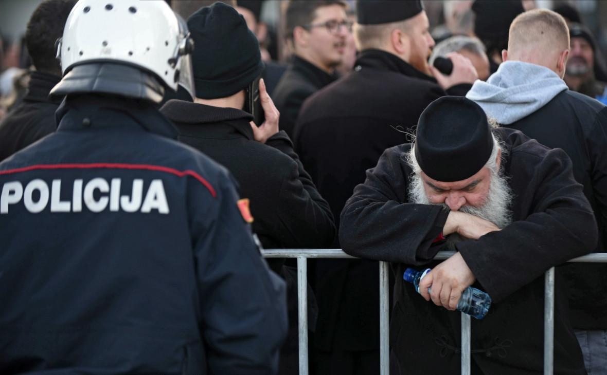 В Черногории во время религиозных протестов пострадали 4 полицейских