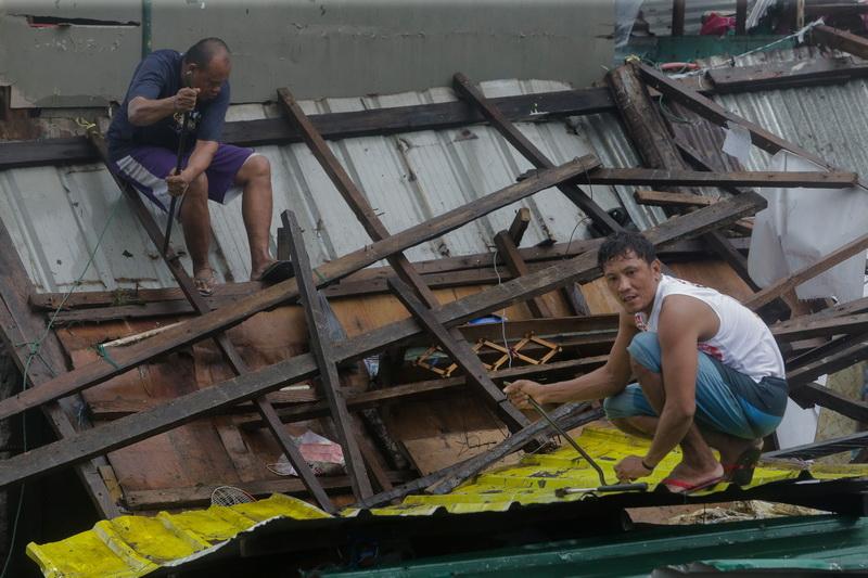 На Филиппинах из-за тайфуна эвакуировали уже 200 тысяч человек