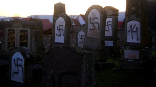 осквернение могил Франция