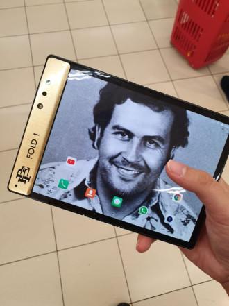 смартфон Эскобара