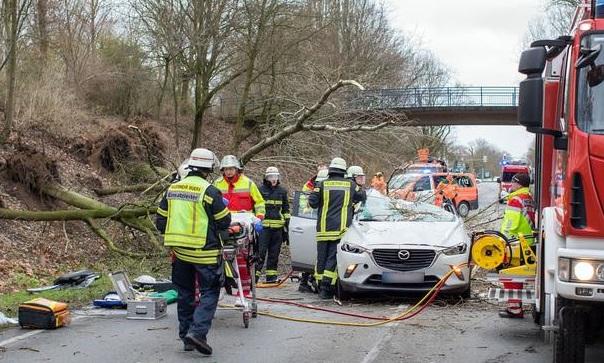 Свыше 10 человек стали жертвами двух ураганов на юге Европы