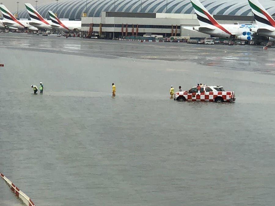 В Дубае сильнейшие ливни: международный аэропорт под водой