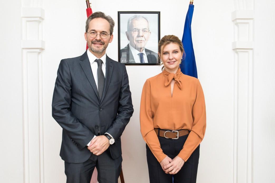 Елена Зеленская и посол.