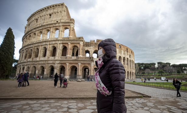 В Италии из-за коронавируса закрывают рестораны и магазины