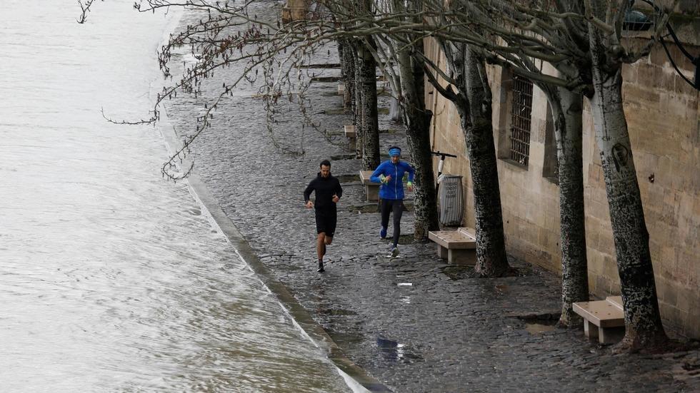 В Париже из берегов вышла Сена, подтоплены набережные