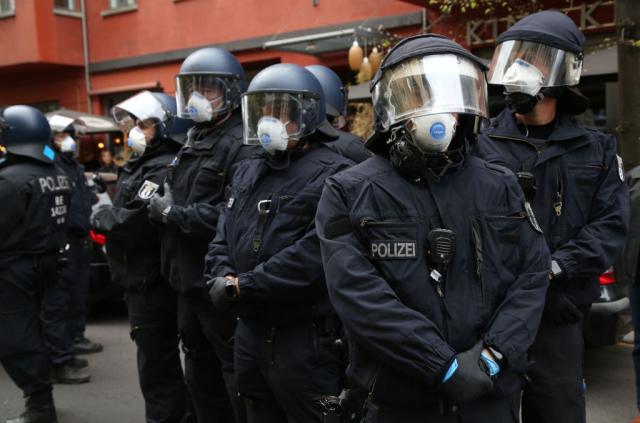 В Берлине – массовые акции протеста против карантина