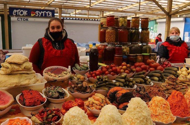 Минэкономики собирается снова открыть продовольственные рынки