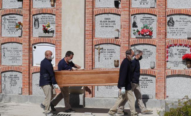 В Испании 3 тыс. семей обвиняют правительство в смерти родных