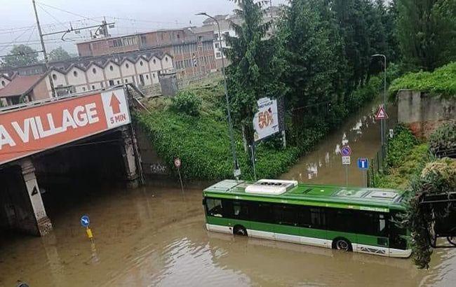 Ливни, наводнения и тайфуны: несколько стран накрыла стихия