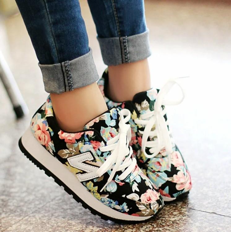 кроссовки с принтами