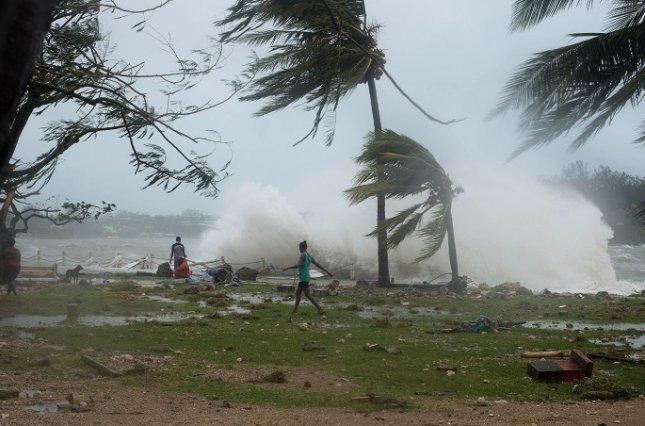 В Австралии бушует ураган, разрушены сотни домов