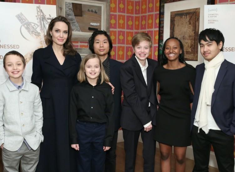 Анджолина Джоли с детьми