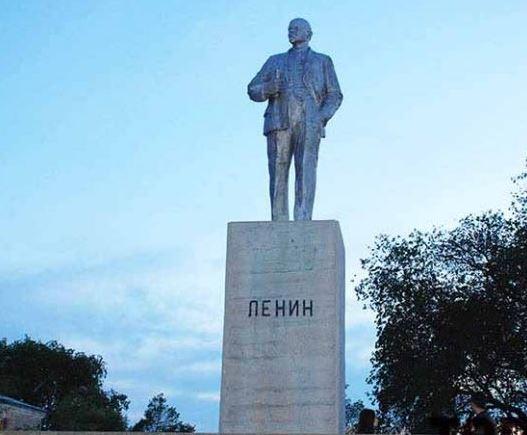 памятник Ленину в Зализничном