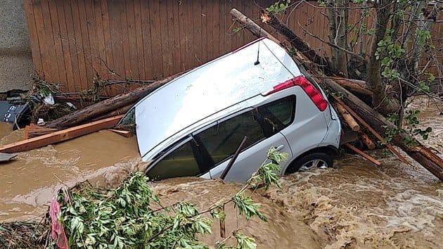 США и несколько стран Европы накрыли ураганы и ливни