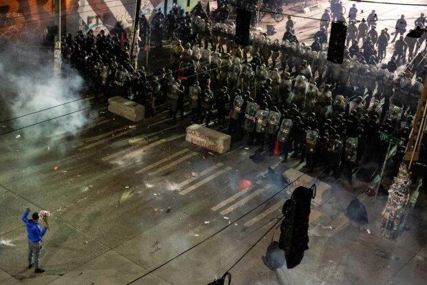 В США в ходе беспорядков убит мужчина, пострадали 59 полицейских