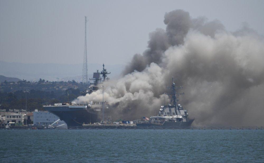 Пожар и взрыв на корабле ВМС США: пострадал 21 человек