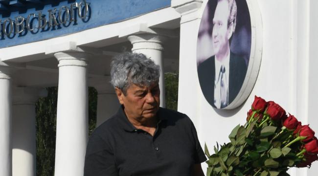 Луческу у памятника Лобановскому