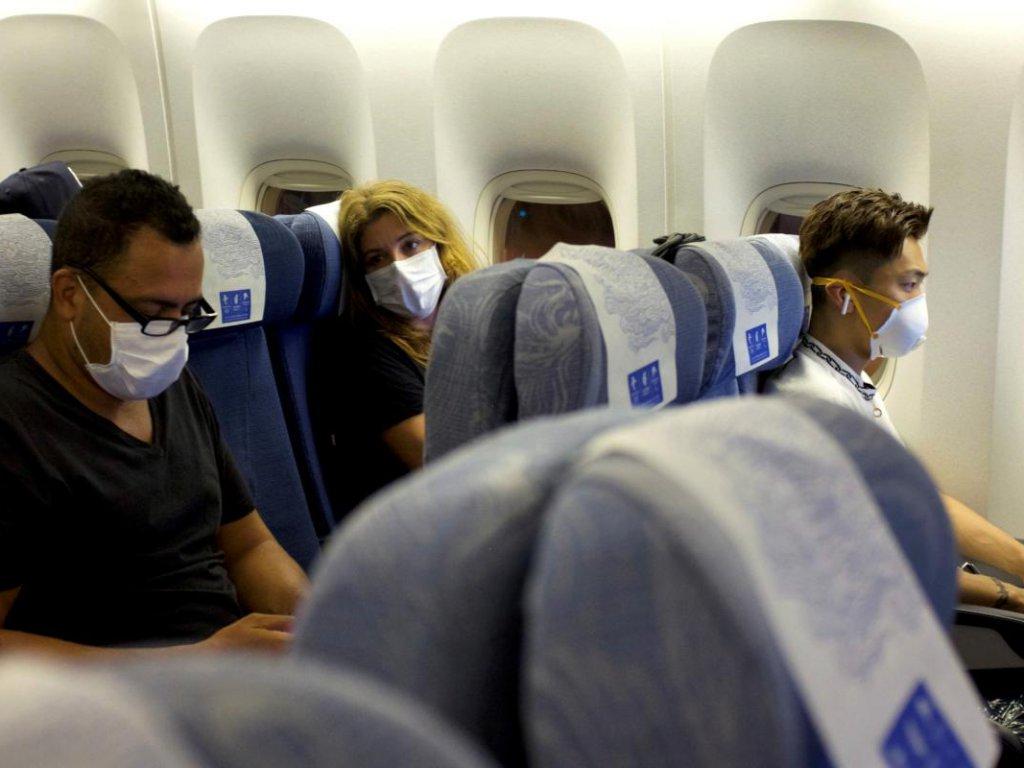 маски в самолёте