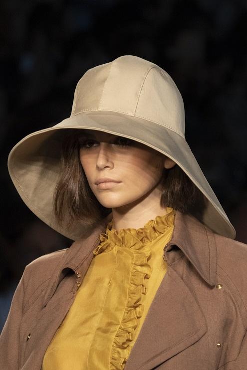 модная шляпа в стиле рыбака.