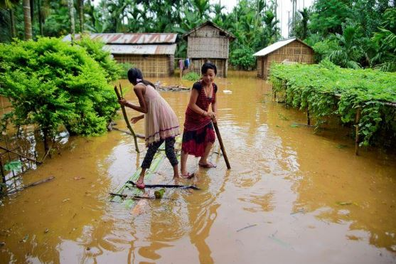 В Индии наводнение уничтожило тысячи сел, 200 людей погибло