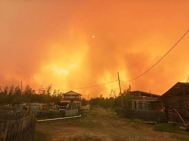 Сибирь в огне: сёла окружили масштабные лесные пожары