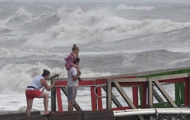 К Флориде приближается шторм «Исайяс», в Афганистане – наводнения