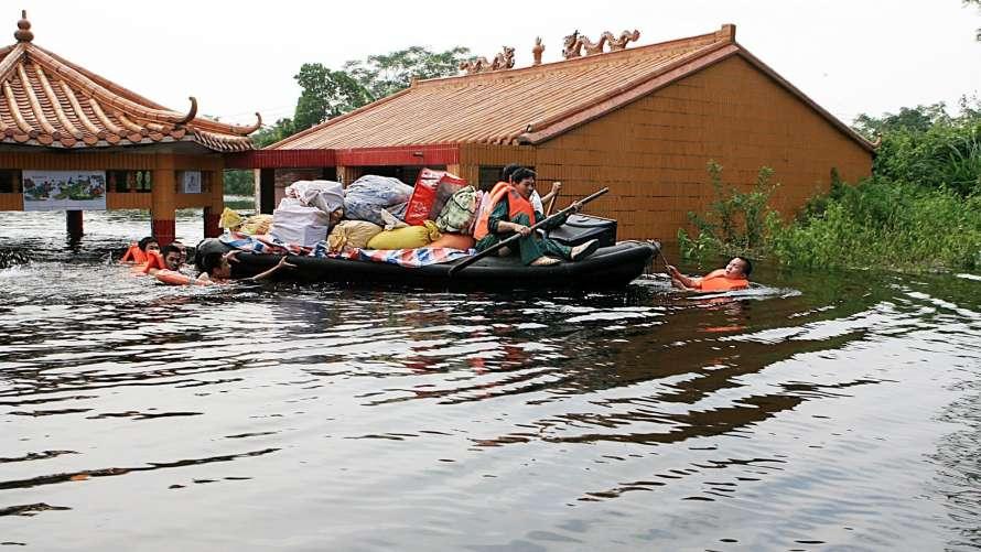 В Китае – сильнейшее наводнение, в Японии – смертельная жара