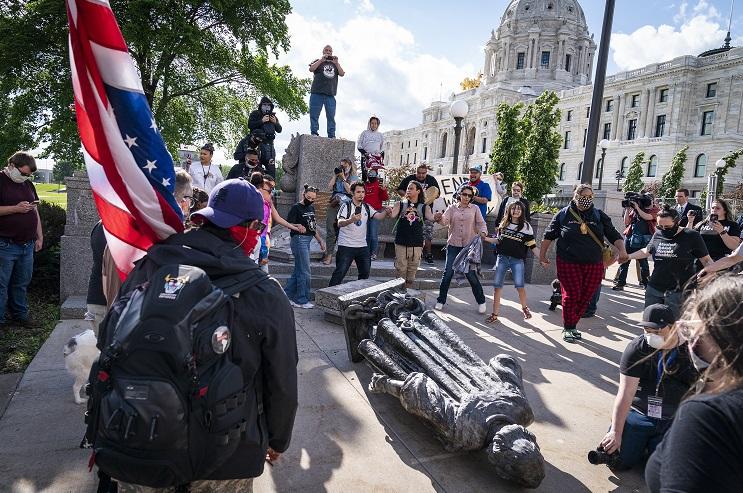 разрушение памятников США