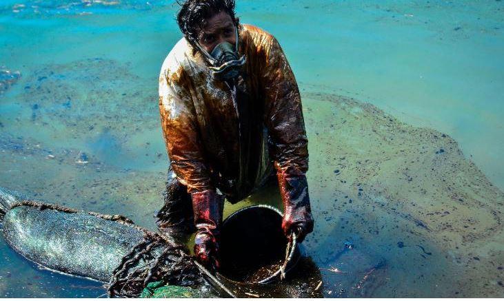 сбор нефти с танкера
