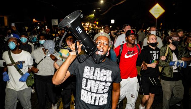 В США полицейские застрелили ещё одного афроамериканца