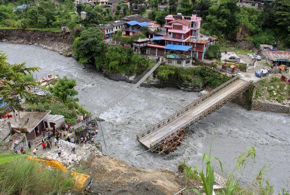 В Непале из-за ливней начались оползни, погибли 12 человек