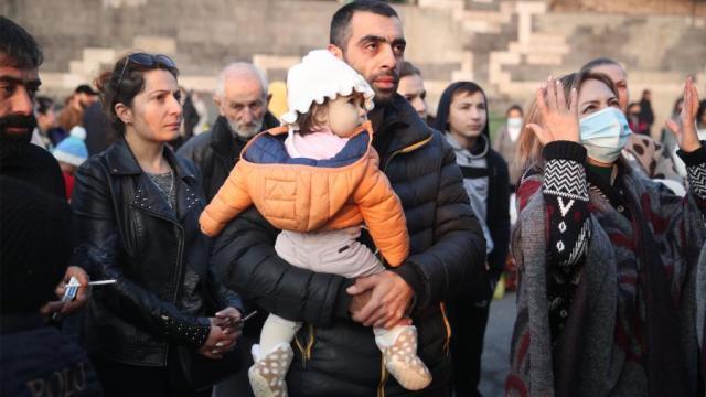 В Карабах возвращаются беженцы, Азербайджан готовит парад победы