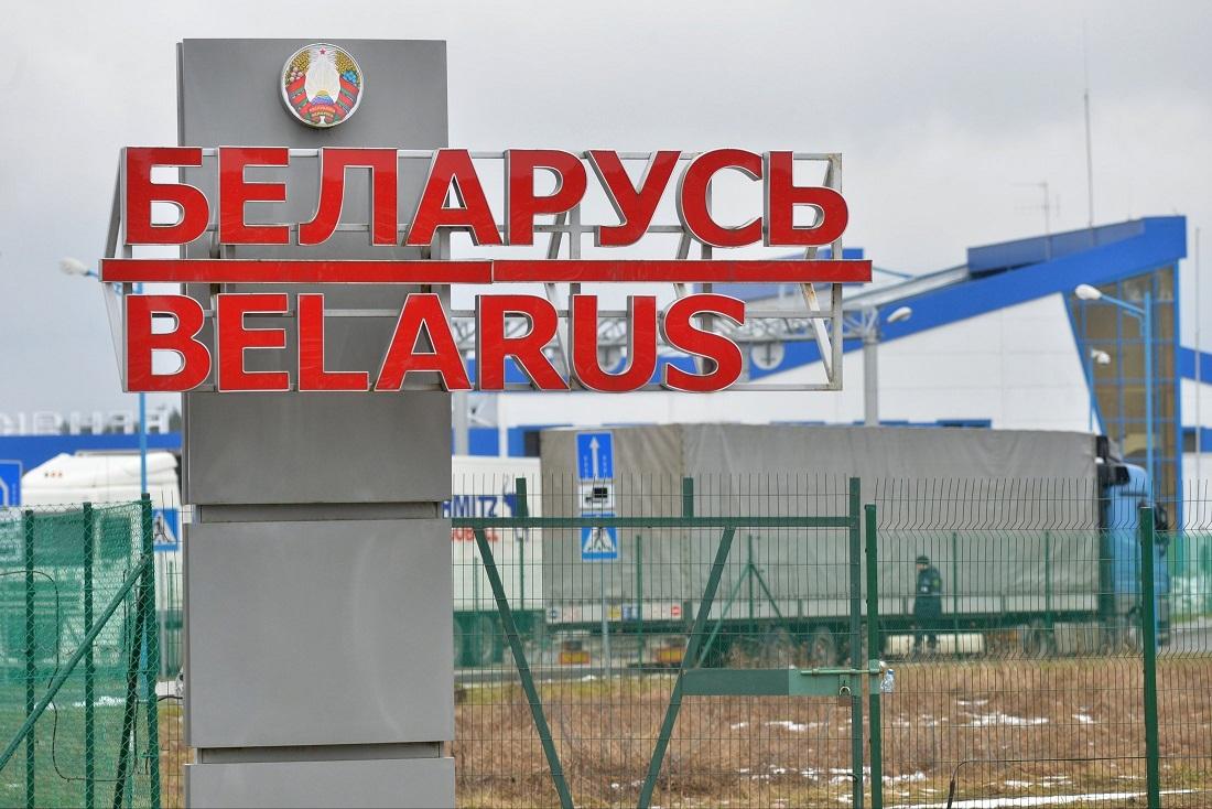 Беларусь запретила гражданам выезжать за её пределы