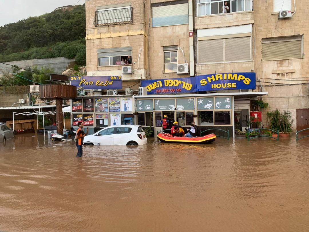 Стихия бушует: в Израиле – наводнения, в Китае – снежные бури
