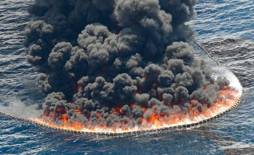 нефть в океане