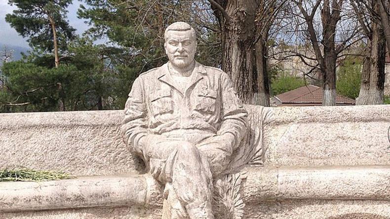памятник Саркисяну