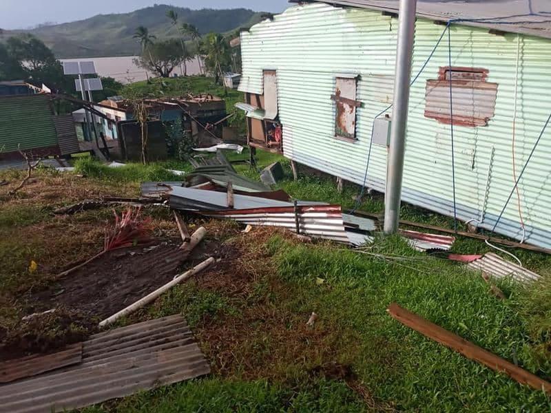 На Фиджи мощный ураган уничтожал остров, есть погибшие