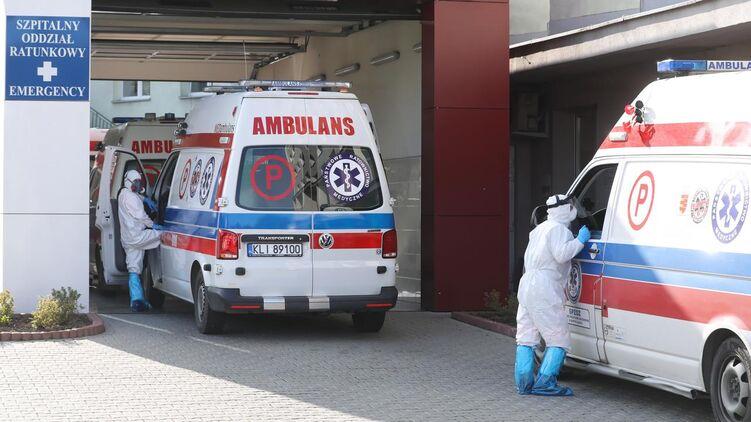 Медиков зовут в Польшу.
