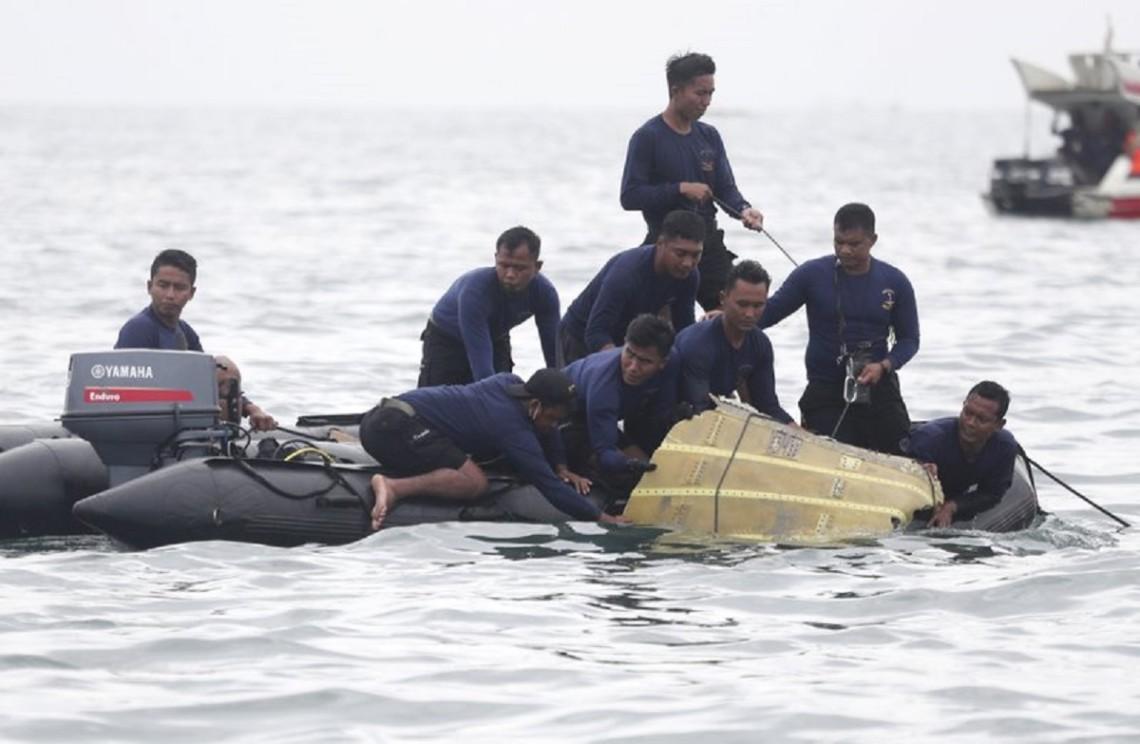 Крушение самолёта в Индонезии: названы возможные причины
